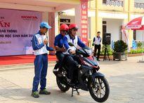 Nghệ An: Học sinh THPT được hướng dẫn kỹ năng lái xe mô tô an toàn