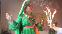 Những điều bí ẩn nhìn từ một đêm hầu đồng ở Thái Bình