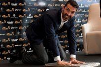 Vượt mặt Messi và Ronaldo, Buffon giành giải 'Bàn chân Vàng'