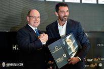 Vượt Messi và Ronaldo, Buffon giành giải 'Bàn chân vàng'