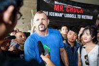 Hoa khôi áo dài 2016 đón huyền thoại UFC Chuck đến Việt Nam
