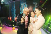 """Phan Đinh Tùng """"nịnh"""" vợ ở hậu trường Sài Gòn đêm thứ 7"""