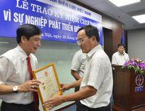 Lãnh đạo Tổng LĐLĐVN nhận kỷ niệm chương 'Vì sự nghiệp phát triển Điện lực Việt Nam'