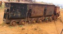 Bị xe goòng chở gạch chèn vào người, 1 công nhân tử vong