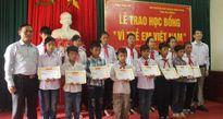 Báo Đầu tư trao 50 suất học bổng 'Vì trẻ em Việt Nam' tại Hải Dương