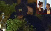 Kristen Stewart khóa môi bạn gái đồng tính mới