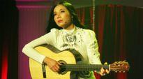 'Nữ hoàng phòng trà' một thời về Việt Nam ca hát