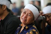 Vụ máy bay rơi: Người thân khóc cạn nước mắt tiễn các anh về với đất mẹ