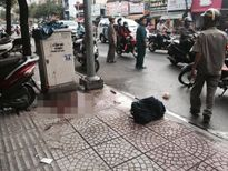 TP.HCM: Nam thanh niên đang đi bị chém gần lìa tay
