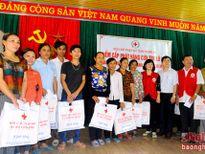 Hội chữ thập đỏ TP. Hồ Chí Minh trao tặng trên 500 suất quà