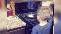 Mẹ dạy con trai 6 tuổi làm việc nhà để sau này giúp vợ