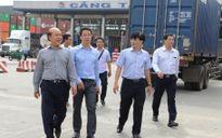 Thứ trưởng Bộ GTVT kiểm tra đột xuất cân tải trọng tại cảng