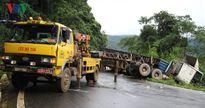 Xe đầu kéo chở container tông xe 7 chỗ đèo Bảo Lộc, 8 người bị thương