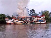 Cháy tàu cá, mất trắng 1 tỷ đồng