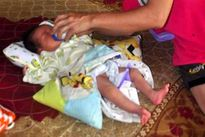 Mẹ bỏ con mới sinh cùng lá thư dưới gốc khế nhờ chăm sóc hộ