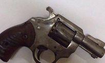 Bắt 2 đối tượng mang súng đã lên đạn