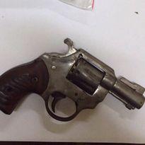 Hà Nội: Bắt hai đối tượng mang súng côn quay đã lên nòng