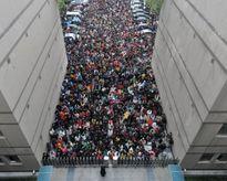 Gần 10.000 người Trung Quốc cạnh tranh ghế 'lo trà nước'