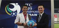 AFC tặng VFF trái bóng đưa U19 Việt Nam dự World Cup