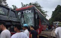 Tai nạn liên hoàn trên QL2, hàng chục hành khách hoảng sợ