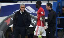 'Quỷ đỏ' thiệt quân trước derby Manchester