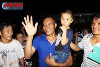 Niềm vui tột cùng của 2 thuyền viên Hà Tĩnh khi về đến quê nhà