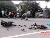 Hai xe máy đối đầu, 4 người nhập viện