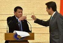 Sang đến Nhật, Tổng thống Philippines 'quay ngoắt' với Trung Quốc