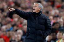 HLV Mourinho bị phạt vì gây áp lực lên trọng tài