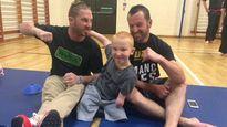 Cậu bé khuyết tật tứ chi đam mê võ thuật