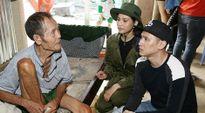 Nguyên Vũ - Trương Thị May đến vùng lũ tặng quà người nghèo