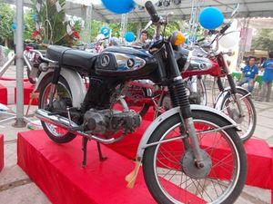 Chiêm ngưỡng xe Honda 67 nguyên bản giữa lòng phố cổ