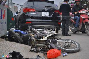 Cô gái mắc kẹt dưới gầm Santafe sau tai nạn liên hoàn