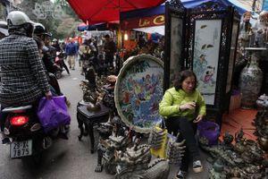 Độc đáo phiên chợ đồ cổ duy trong năm ở Hà Nội