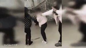 Clip sốc: Nữ sinh 12 tuổi bị đánh đấm dã man vì tội... xinh đẹp