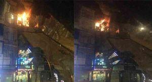 Người dân hô hoán bỏ chạy khỏi căn nhà cháy ngùn ngụt ở Thái Hà
