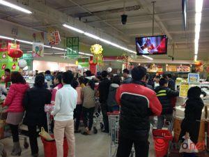 """Ngày cuối năm, người dân """"vét sạch"""" siêu thị"""