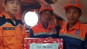 Cứu 2 ngư dân Khánh Hòa gặp nạn ngày 29 Tết