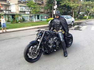 Lạ mắt với cảnh anh chàng Batman xuất hiện ở Việt Nam