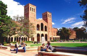 Xóa nợ học phí đại học - bài toán khó với giới chức Mỹ