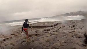 10 clip 'nóng': Hotgirl khóc thét vì sét đánh sém bikini