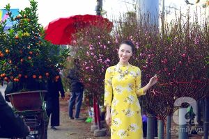 """""""Theo chân"""" MC Minh Hà đi dạo chợ hoa rực rỡ đầu xuân"""