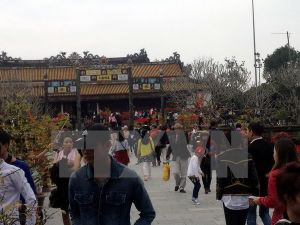 Thừa Thiên-Huế: Các điểm du lịch tâm linh kín khách ngày đầu năm