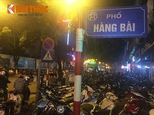"""Người Hà Nội """"bị chém"""" 100 nghìn/xe máy xem pháo hoa"""