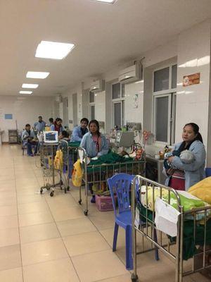 Xúc động phút đón giao thừa... trong Bệnh viện Nhi Nghệ An