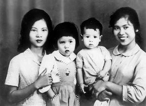 Đức Hùng 'gây sốt' với loạt ảnh Tết Hà Nội xưa ngày thơ bé