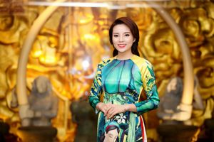 Mỹ nhân Việt 'xúng xính' áo dài đón Tết