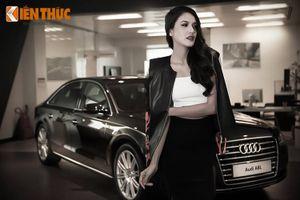 """""""Thỏi nam châm"""" làng mẫu Việt bên sedan hạng sang Audi A8L"""