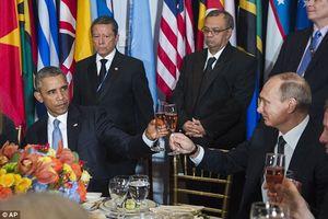 """Khoảnh khắc """"khó đỡ"""" của lãnh đạo thế giới"""