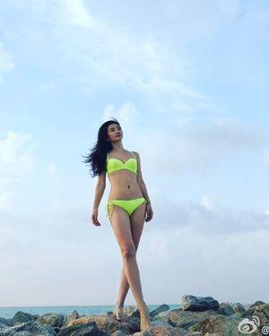 Mỹ nhân Lý Băng Băng diện bikini tập yoga gây sốt
